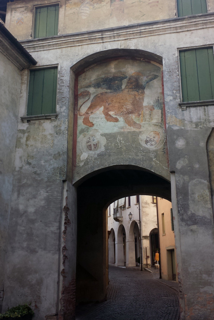Lion fresco on the Belvedere Dal Vera entry into the historic center of Conegliano.